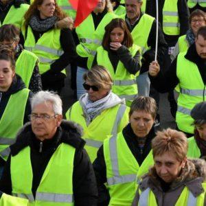 """Daklozen nul, pensioenen, maximumsalaris….. Ontdek de lijst met claims van de """"gele vesten"""""""